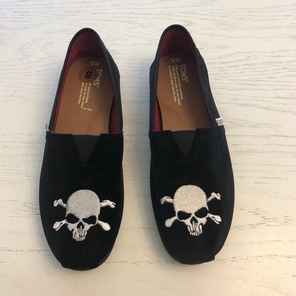Toms Other - 🆕Toms men velvet skull and crossbones shoes NWOT